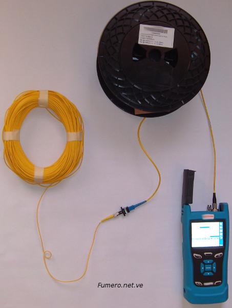 Medición con OTDR en Tiempo Real, doblando el cable al limite con un Radio de Curvatura menor al recomendado.