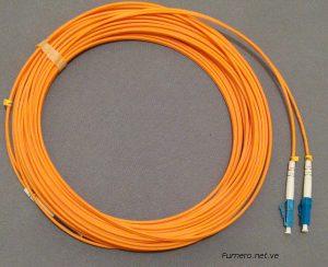 Patchcord Multimodo Anaranjado con Conectores LC Azul (Colores No Convencionales).