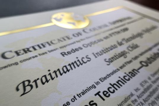 Certificaciones neutrales en Fibra Óptica